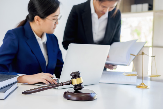 41 - 4 tips on how to identify a good law firm