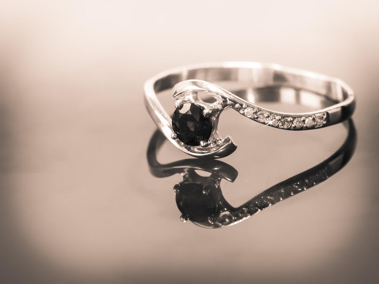 engagement ring 1546016700 - רכישת טבעות אירוסין – רק לאחר קבלת תעודה גמלונית