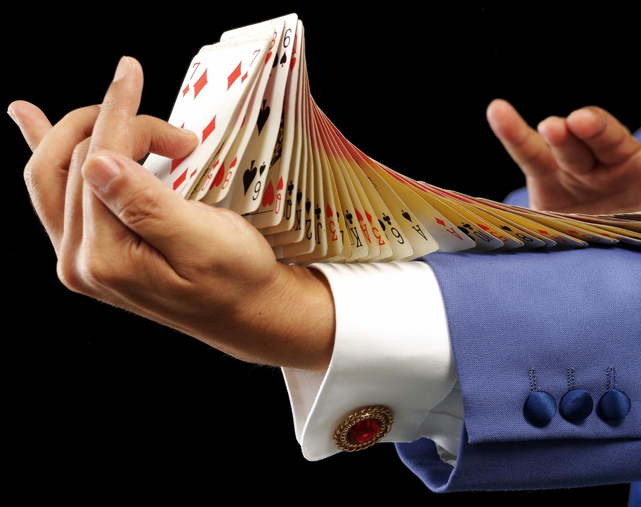 מופע בשילוב קלפים