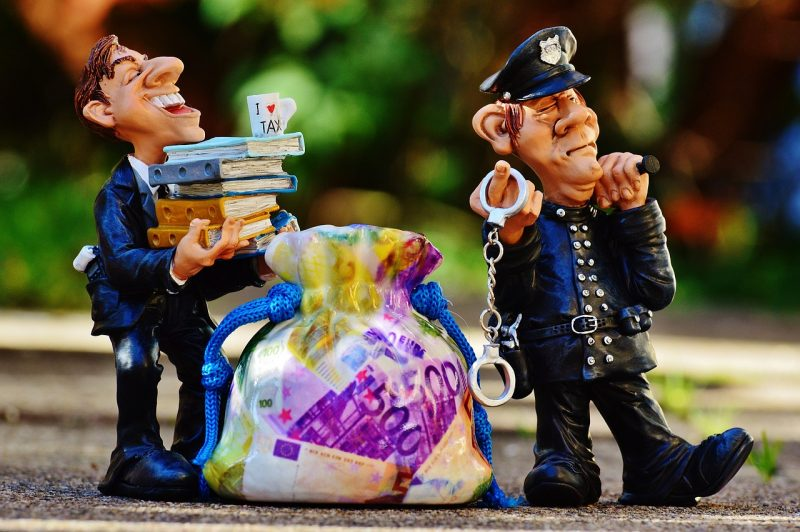 דמויות של אנשי מס הכנסה