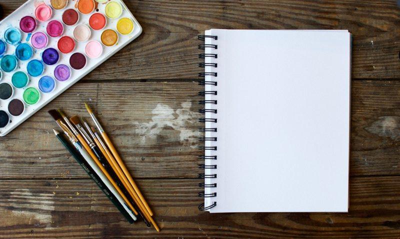 דף צבעים ועפרונות
