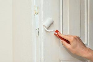 צביעת דלת